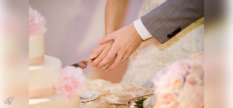 آنچه عروس و داماد باید در مورد بریدن کیک بدانند
