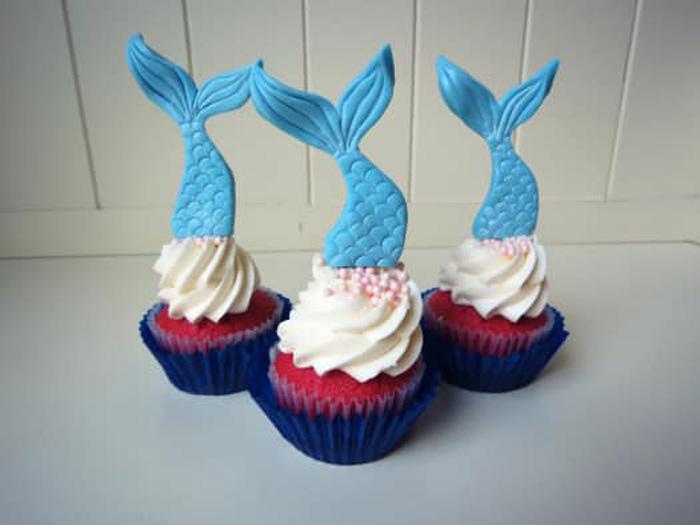 تاپر کیک تولد: بر روی کیک تولدتان مجسمه زیبایی بسازید