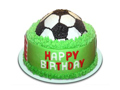 کیک تولد فوتبالی توپ در چمن | کیک آف