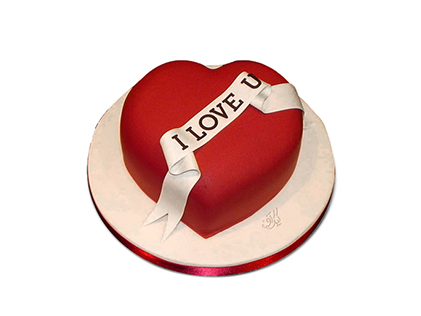 کیک فوندانت قلب قرمز