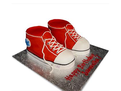 خرید کیک تولد پسرانه جدید - کیک کفش آل استار 1 | کیک آف