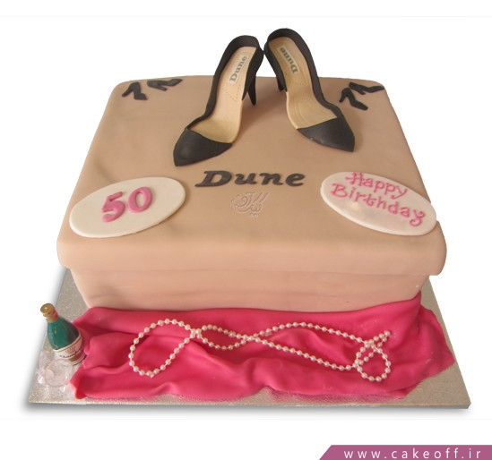 کیک روز زن کفش هایش