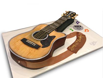خرید کیک تولد به شکل گیتار - کیک گیتار دیوید گیلمور | کیک آف
