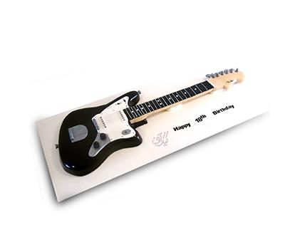 خرید کیک تولد به شکل گیتار - کیک گیتار جو ساتریانی | کیک آف