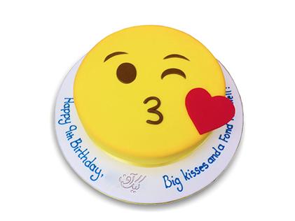 سفارش اینترنتی کیک تولد در اصفهان - کیک تولد اموجی بوسه | کیک آف