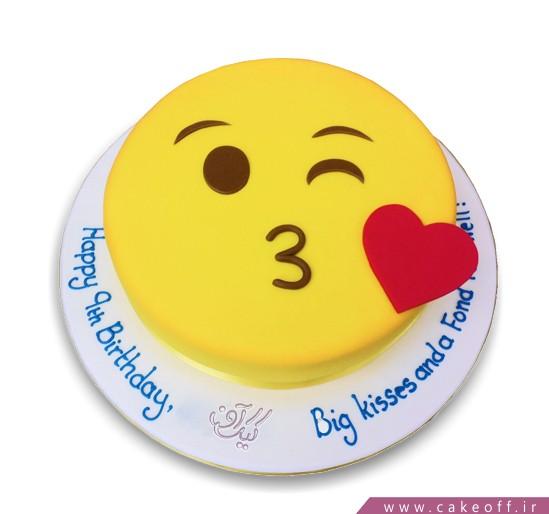 کیک تولد اموجی  بوسه